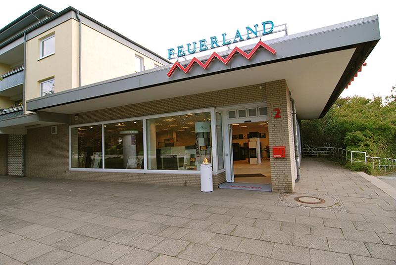 Die Kaminofen Ausstellung von Feuerland in Kiel Holtenau - hier die Außenansicht