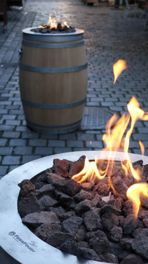 Fassfeuer Outdoor Feuerstelle bei Feuerland in Kiel